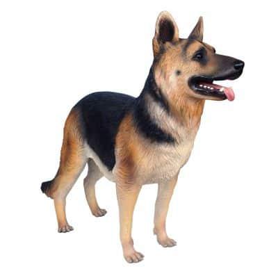 פסל של כלב רועה גרמני