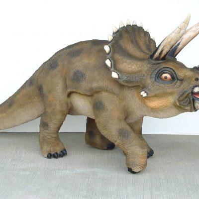 פסל של דינוזאור טריסרוטופוס