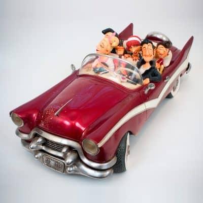מכונית קאדילק עם החברה