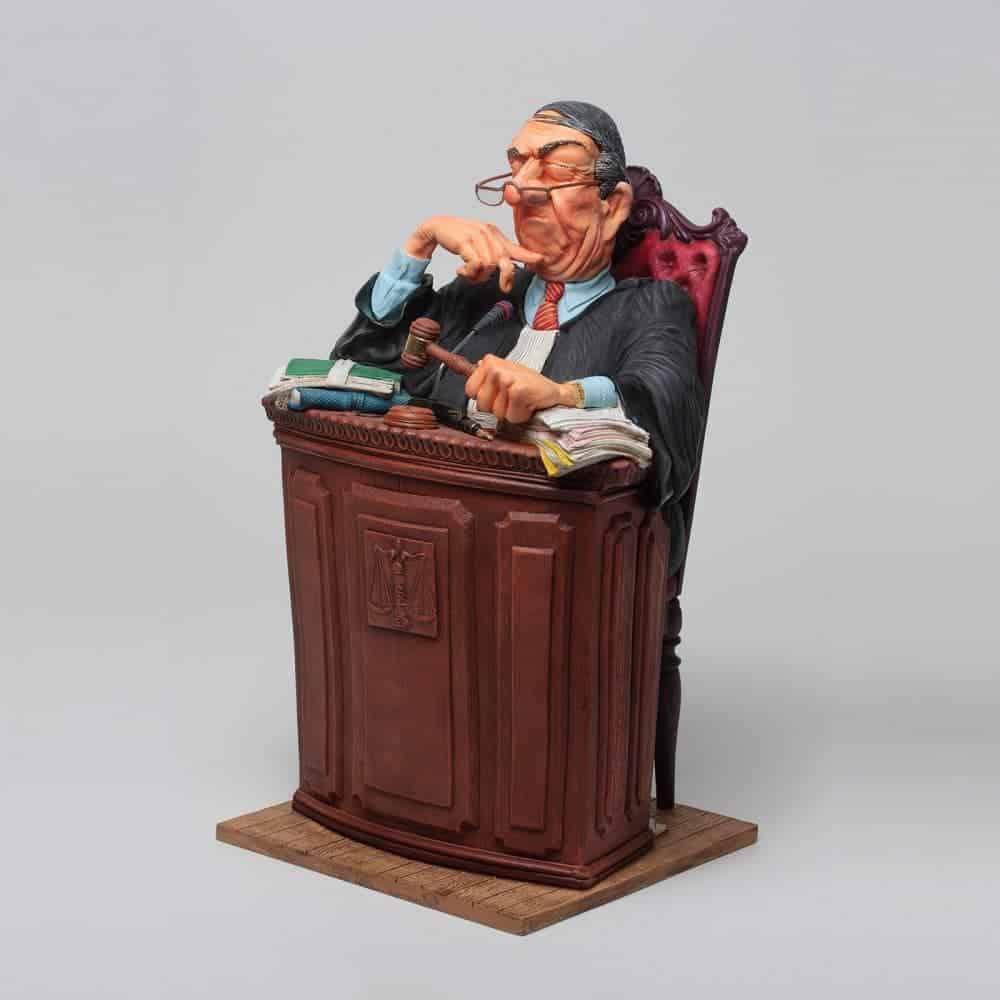 פסל של שופט