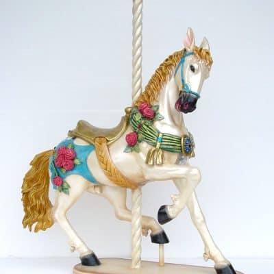 פסל של סוס קרוסלה