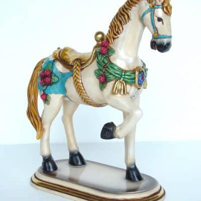 סוס על בסיס פרחים