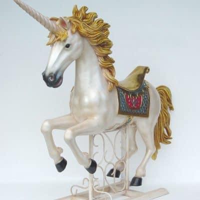 פסל של סוס חד קרן