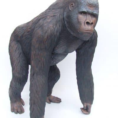 פסל של גורילה