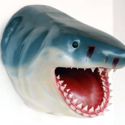 פסל ראש כריש ענק