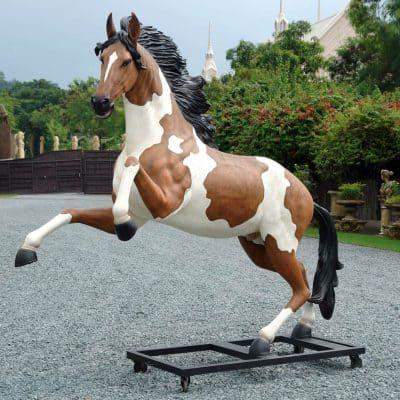 סוס צוהל ענק