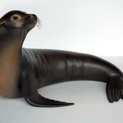 פסל של כלב ים