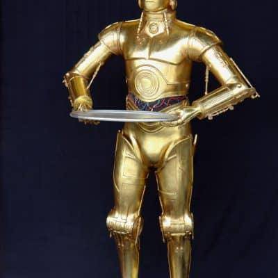 פסל של רובוט מלצר