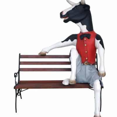 פרה על ספסל