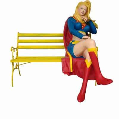 אישה על ספסל
