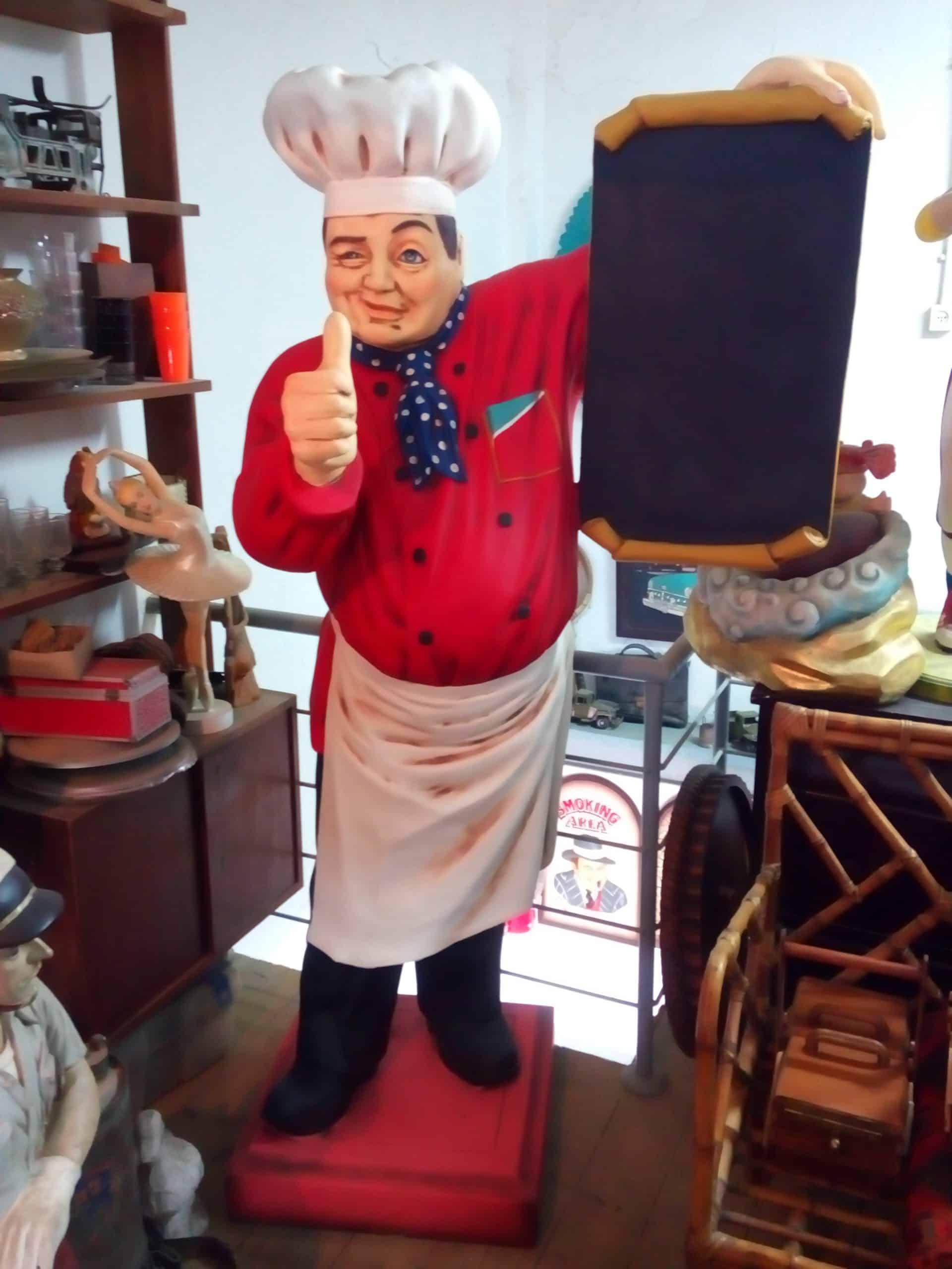 פסל טבח עם תפריט