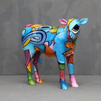 פסל של פרה בפופ ארט