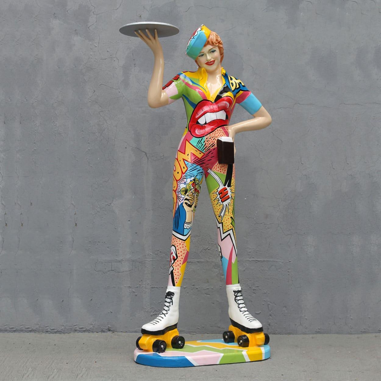 פסל של מלצרית פופ ארט