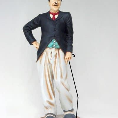 פסל של איש מצחיק עם מקל
