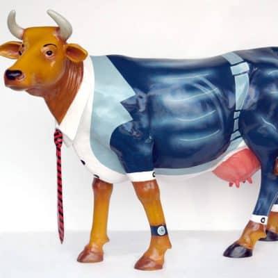 פרה בחליפה
