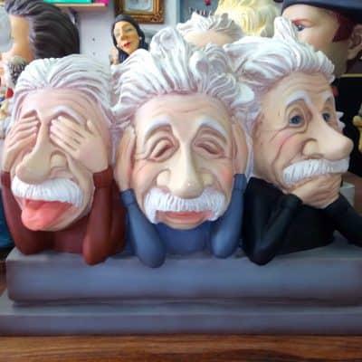 פסל של שלישיית איינשטיין