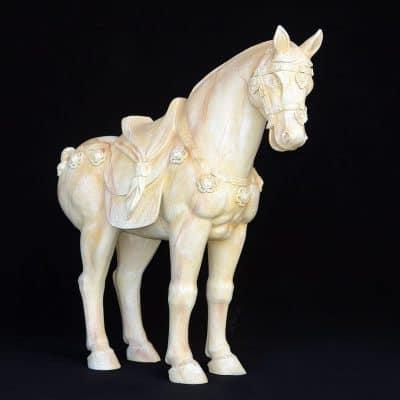 פסל של סוס טרקוטה