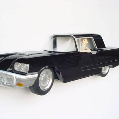 פסל רכב לתלייה עם מרילין מונרו