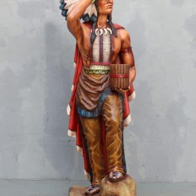 פסל אינדיאני עומד
