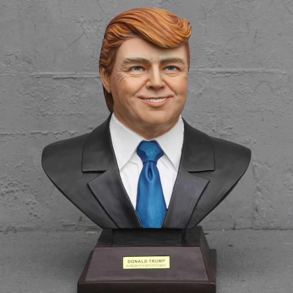 פסל ראש של דונאלד טראמפ
