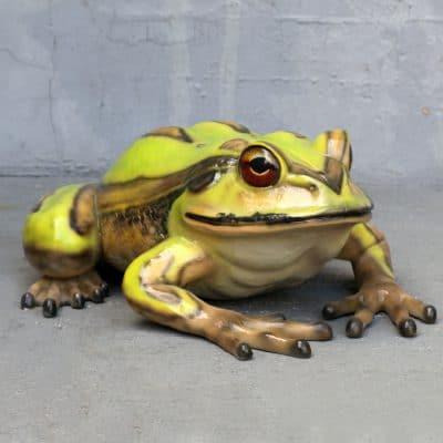 פסל של צפרדע