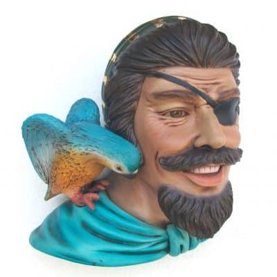 פסל ראש פיראט ותוכי לתלייה
