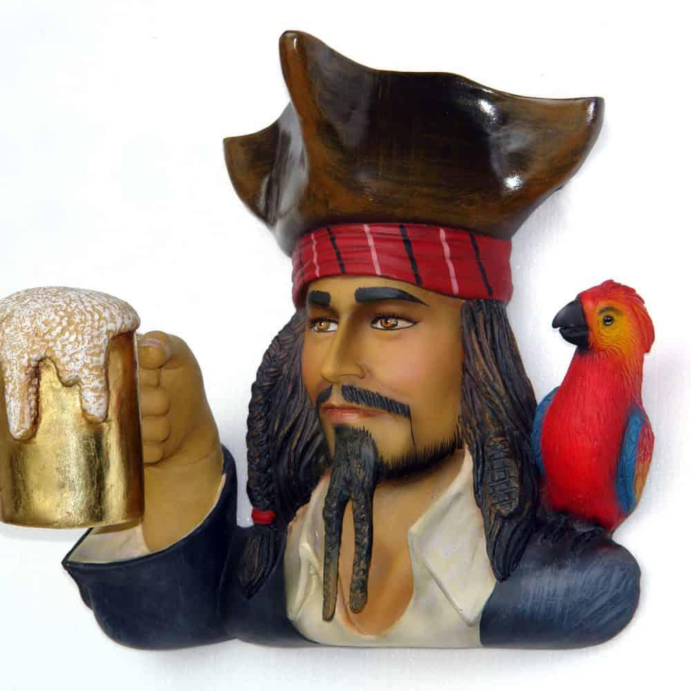 פסל ראש פיראט עם בירה