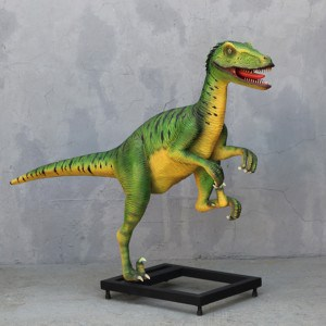 פסל של דינוזאור דינוניקוס