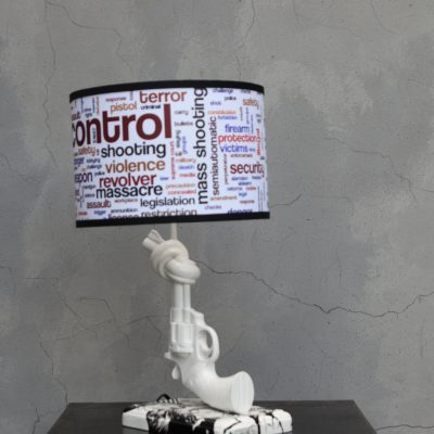 מנורת שולחן אקדח לבן