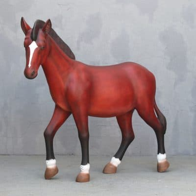 פסל של סוס ערבי