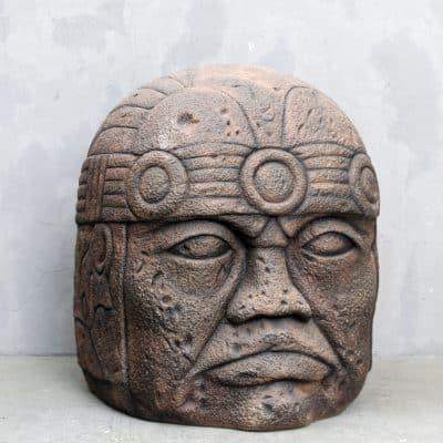 פסל של אולמק