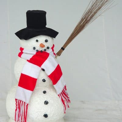 פסל איש שלג קטן