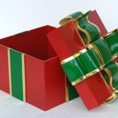 קופסת מתנה אדומה