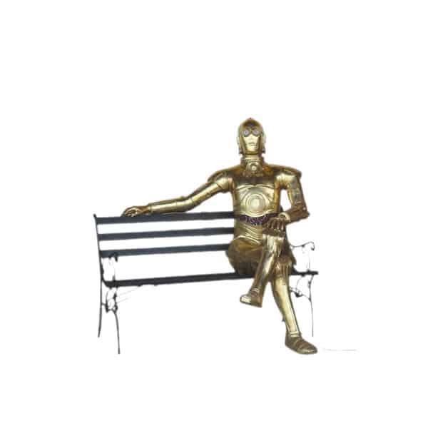 איש הפח יושב על ספסל