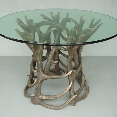 שולחן עגול קרניים
