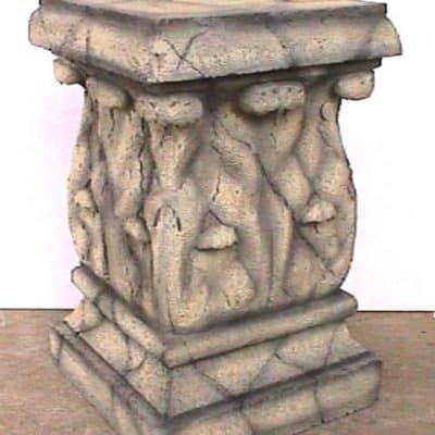 עמוד דמוי אבן