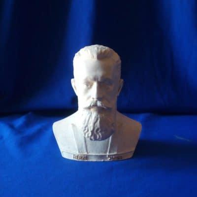 פסל ראש של הרצל לבן