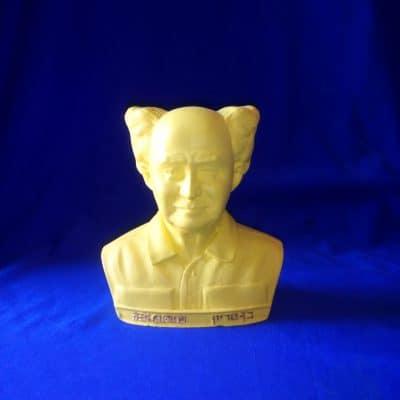 פסל ראש של בן גוריון צהוב