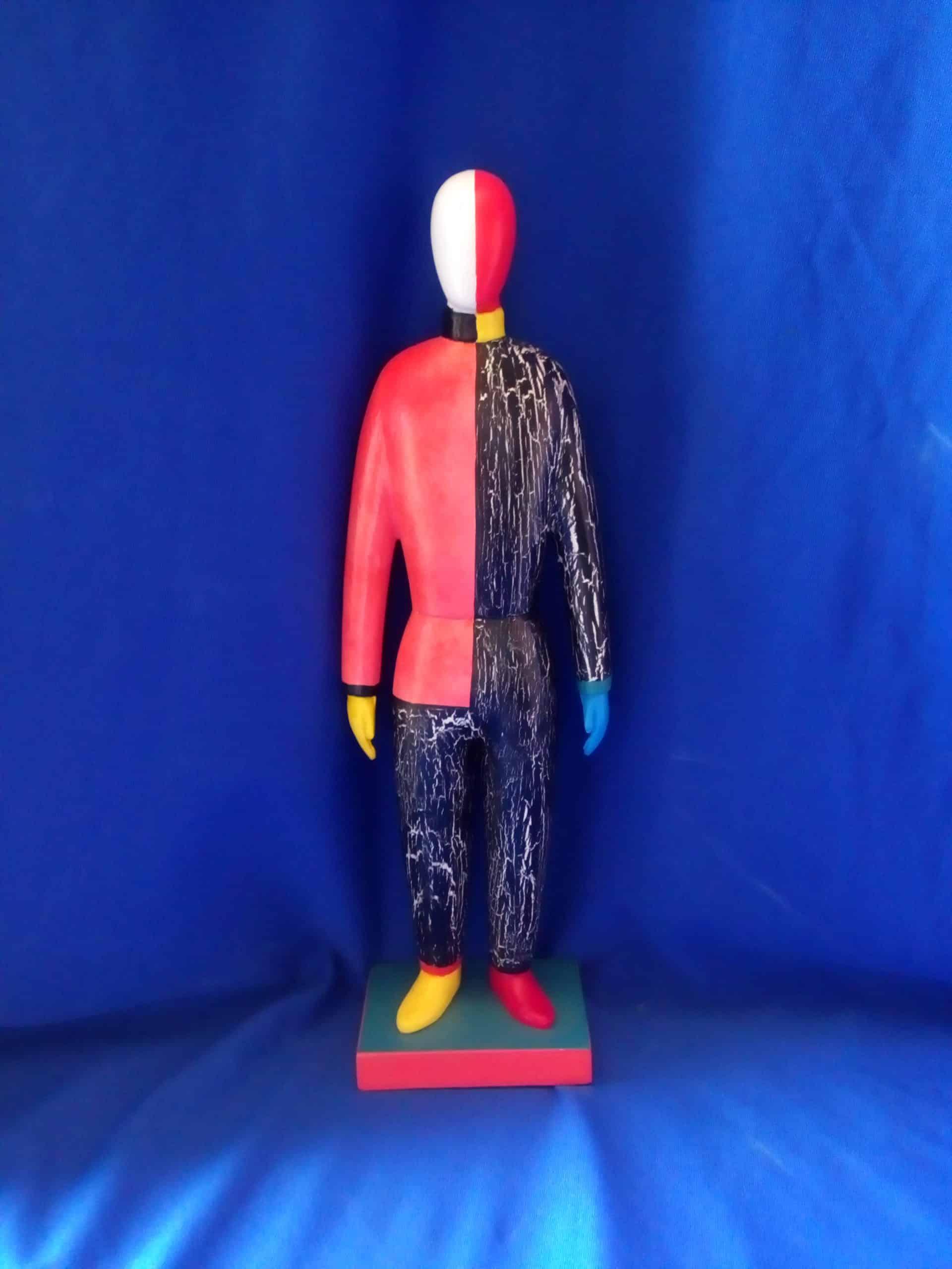 בובה בסגנון מלביץ מעץ אדום שחור