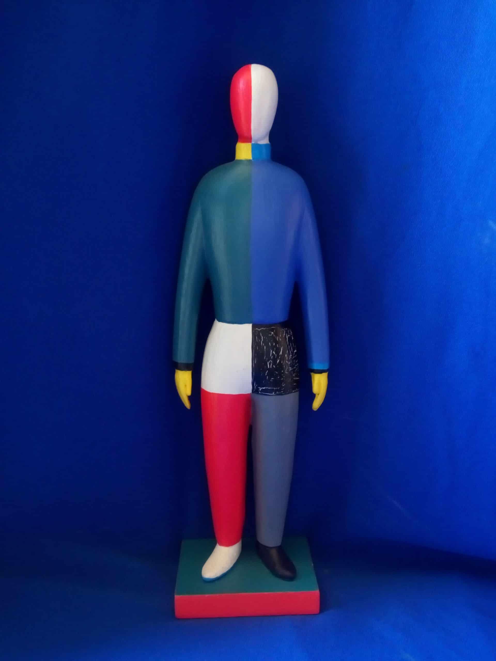 בובה בסגנון מלביץ מעץ כחול אדום