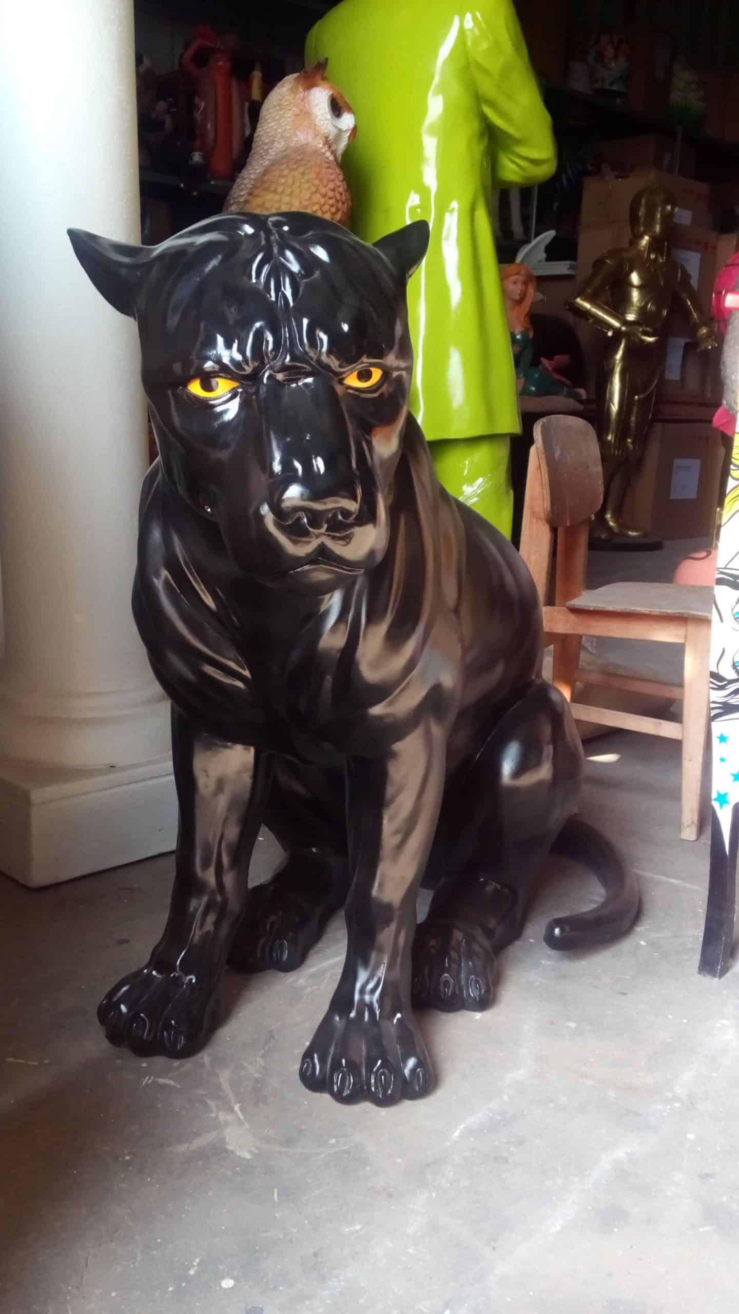 פסל של פומה שחורה