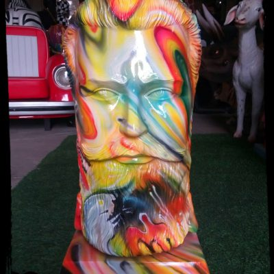 פסל ראש גדול של הרצל בפופ ארט