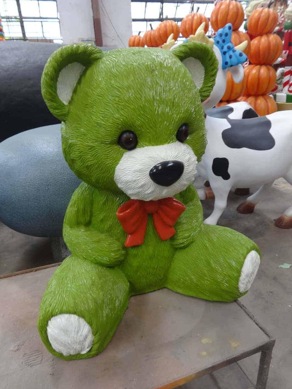 פסל של דובי ירוק