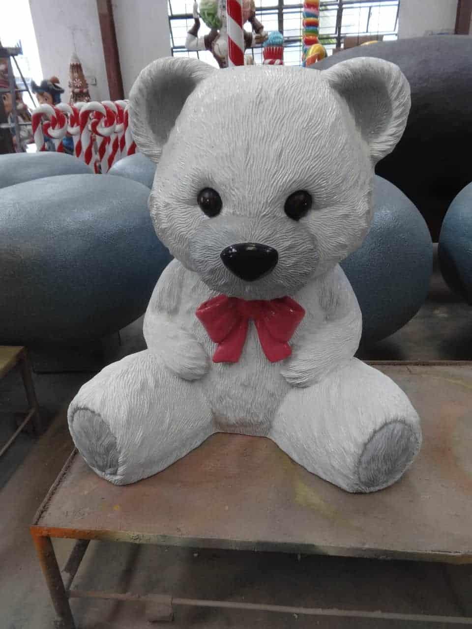 פסל של דובי לבן