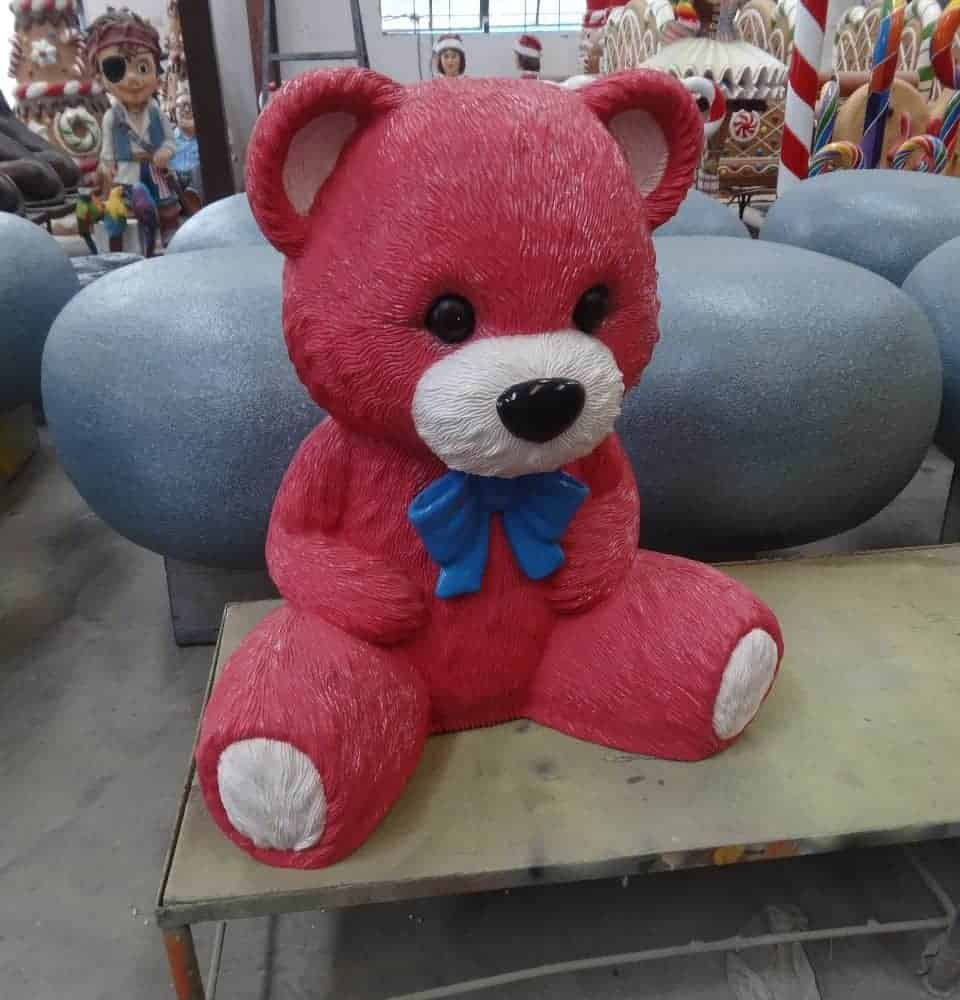 פסל של דובי ורוד
