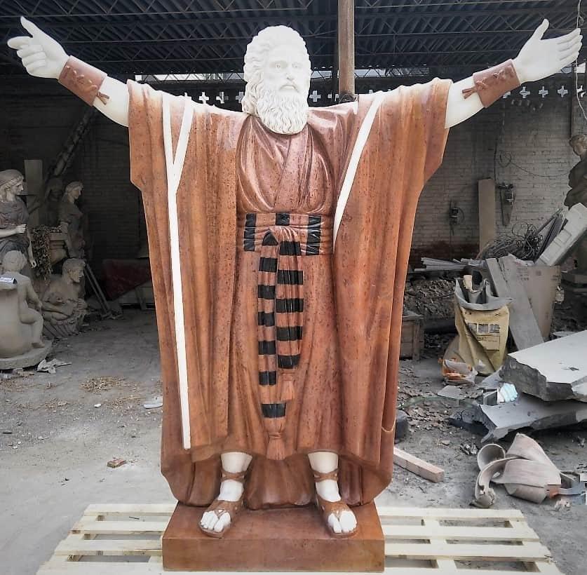 פסל של משה רבנו משיש