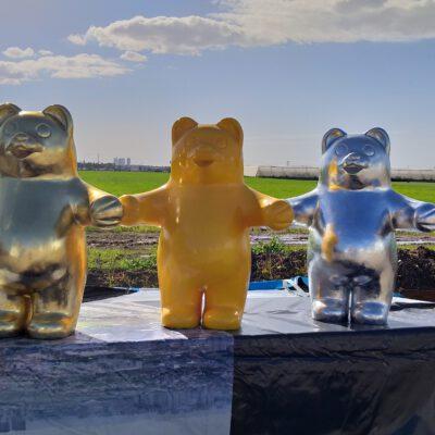 פסל של דובי גומי גם